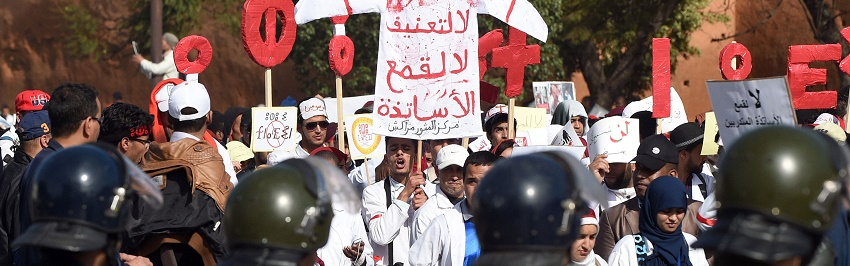 Moroccan trainee teachers take part in a rally in Rabat on January 24, 2016, to protest against police violence and government-proposed budget cuts on education jobs. / AFP / FADEL SENNA