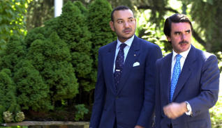 رئيس الحكومة الإسبانية الأسبق خوسي ماريا أثنار رفقة الملك محمد السادس