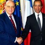 وزير الخارجية المغربي محمد حصاد ونظيره الإسباني خورخي فيرنانديث في قمة باريس يوم 20 فبراير الماضي.