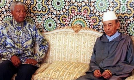 الملك الحسن الثاني مستقبلا الزعيم الإفريقي نيلسون مانديلا سنة 1993