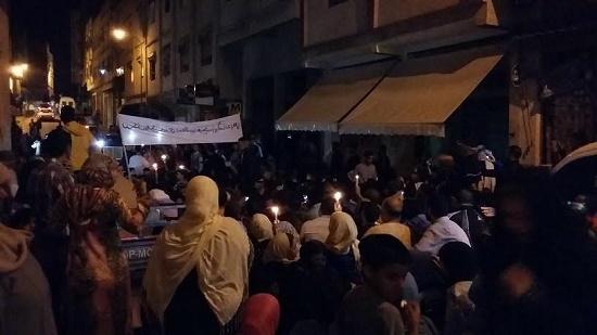 مسيرة من المسيرات في الظلام الدامس في طنجة